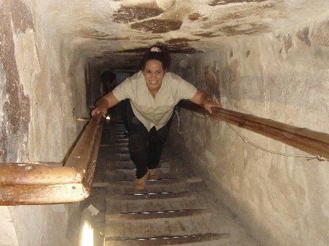 http://egyptian-tourguide.webs.com/491inside_pyramid%5B1%5D.jpg